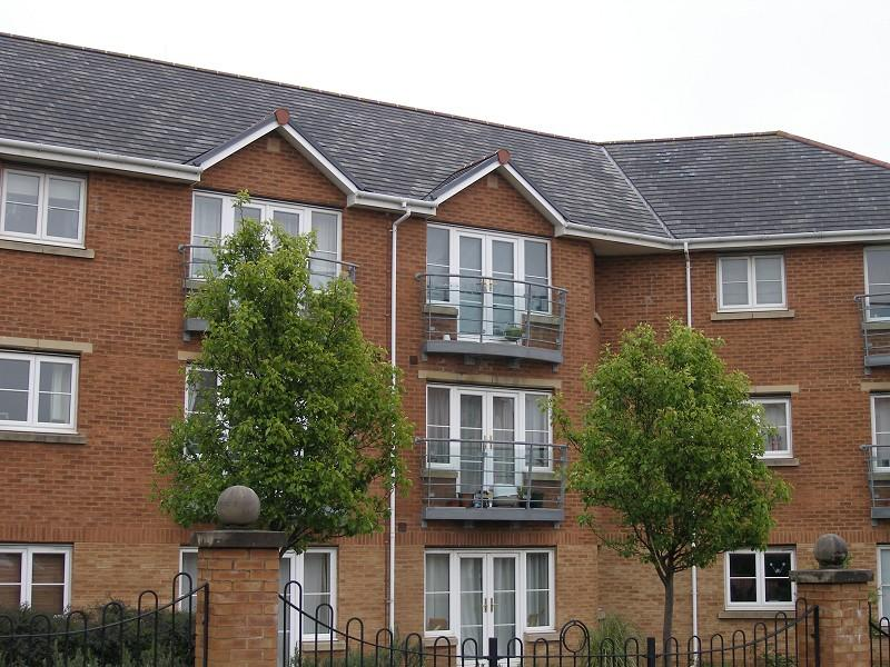 2 Bedrooms Flat for sale in Heol Cilffrydd , Barry, The Vale Of Glamorgan. CF63 4QR