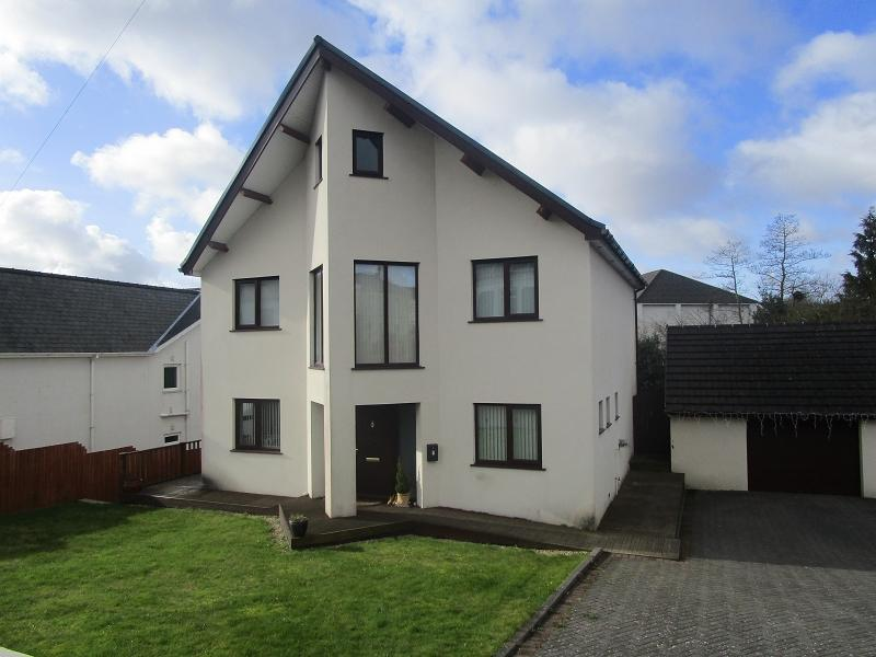 3 Bedrooms Detached House for sale in Walters Road, Cwmllynfell, Swansea, City County of Swansea.