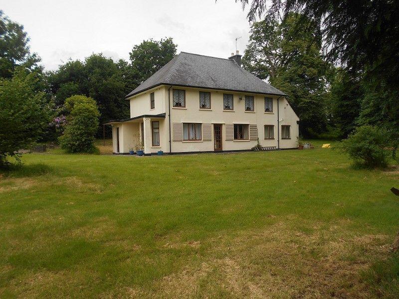 3 Bedrooms Detached House for sale in Gorof Road, Lower Cwmtwrch, Swansea.