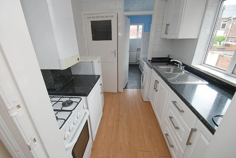3 Bedrooms Flat for sale in Barehirst Street, South Shields