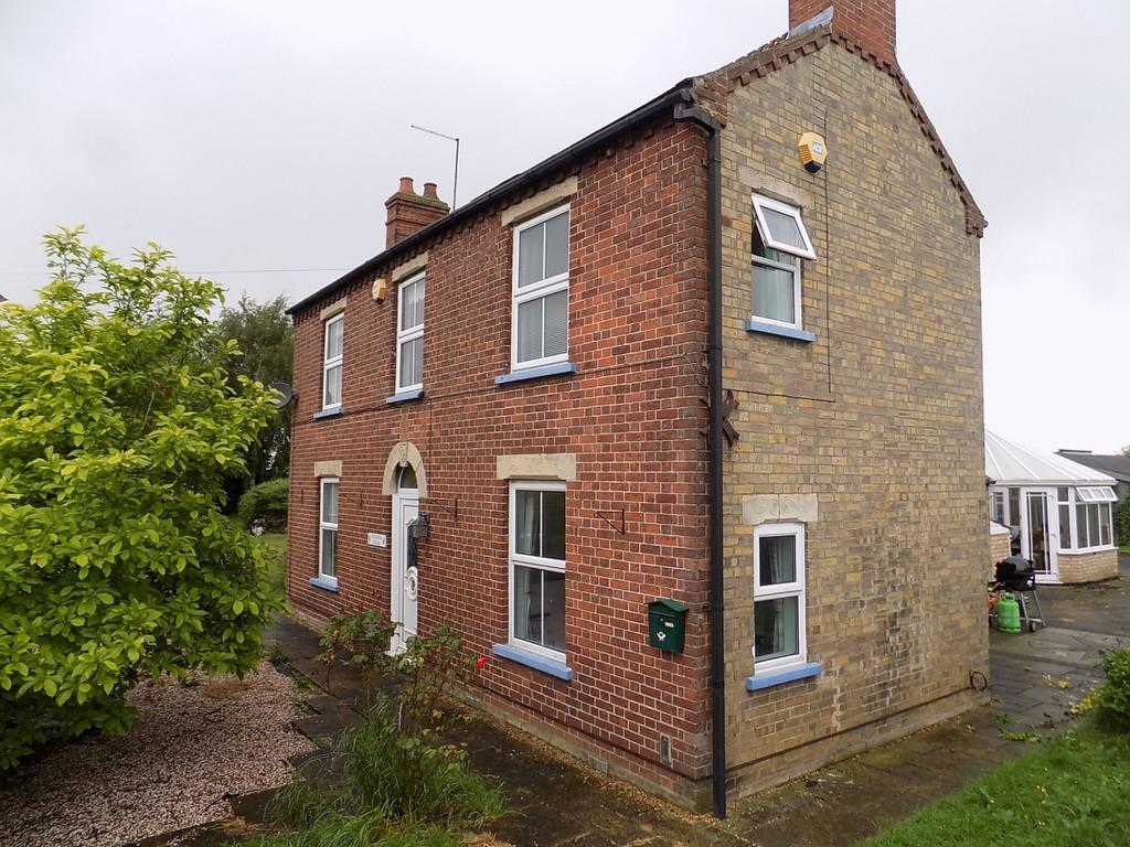 3 Bedrooms Detached House for sale in Thorney Road, Guyhirn