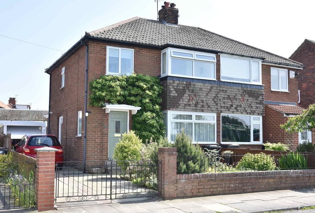 3 Bedrooms Semi Detached House for sale in Kingsley Drive, Harrogate
