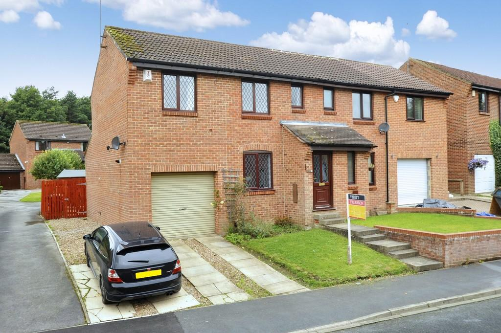 3 Bedrooms Semi Detached House for sale in Norwood Grove, Harrogate