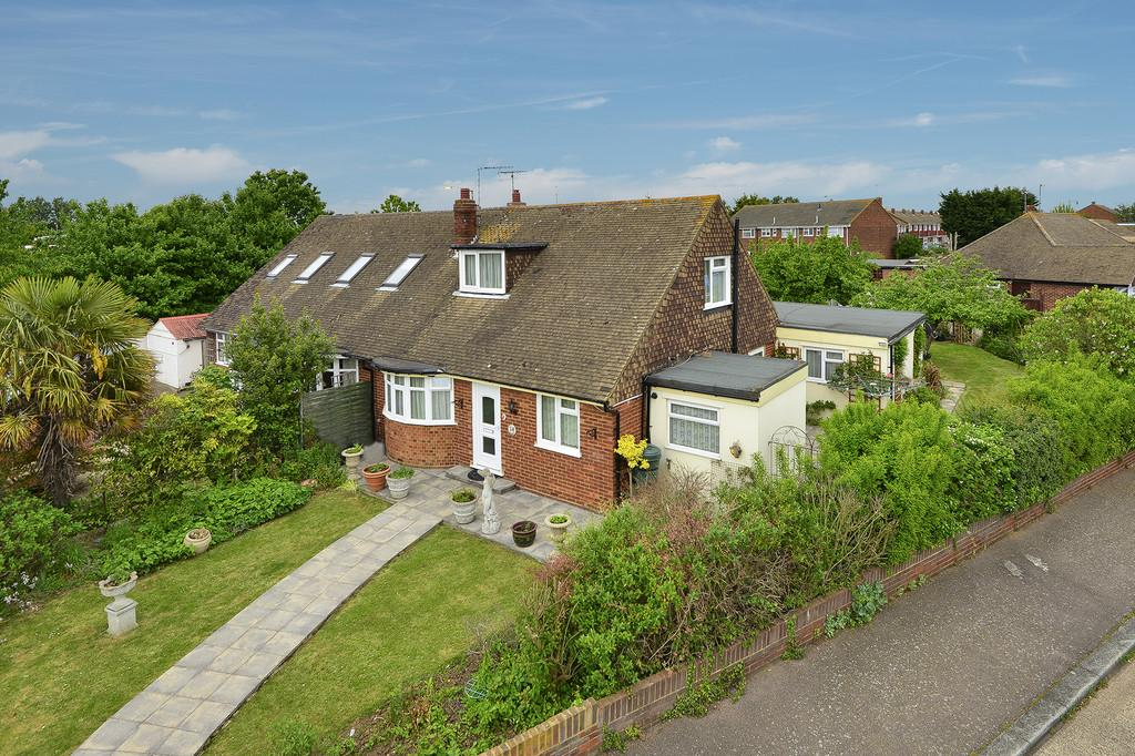 3 Bedrooms Semi Detached Bungalow for sale in Brook Close, Herne Bay