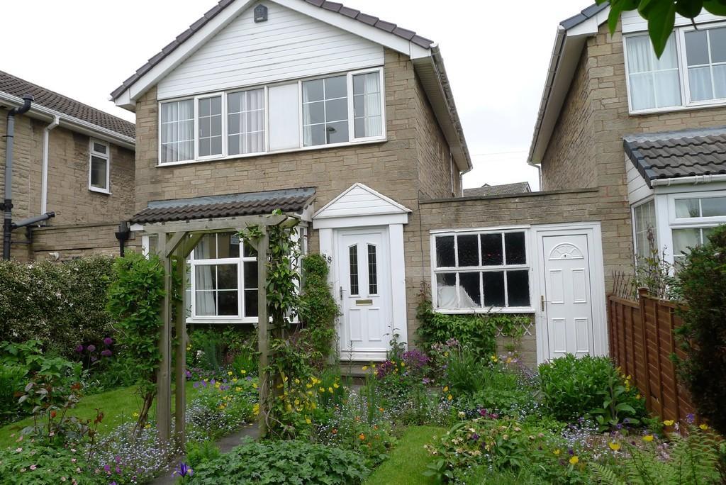 3 Bedrooms Link Detached House for sale in Heckmondwike Road, Dewsbury