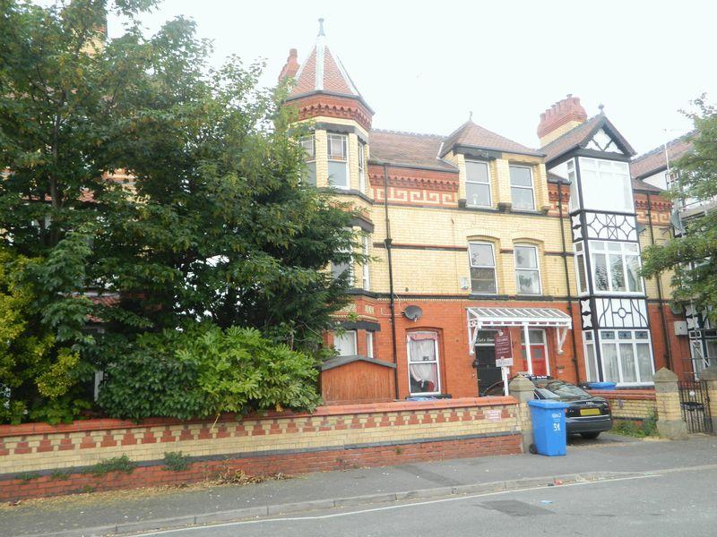 2 Bedrooms Apartment Flat for sale in Seabank Road, Rhyl