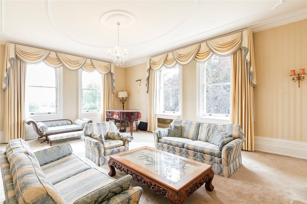 2 Bedrooms Flat for sale in Glen Chess, Loudwater Lane, Loudwater, Rickmansworth, WD3