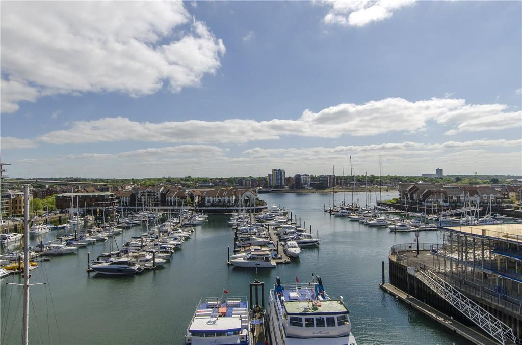 2 Bedrooms Penthouse Flat for sale in 612 Alexandra Wharf, 2 Maritime Walk, Ocean Village, Southampton, SO14