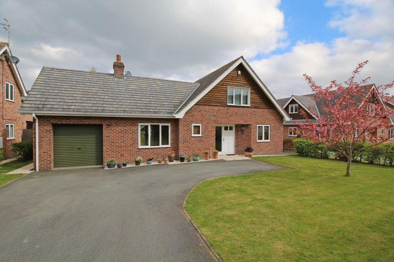 4 Bedrooms Detached House for sale in Maesmawr Road, Llangollen