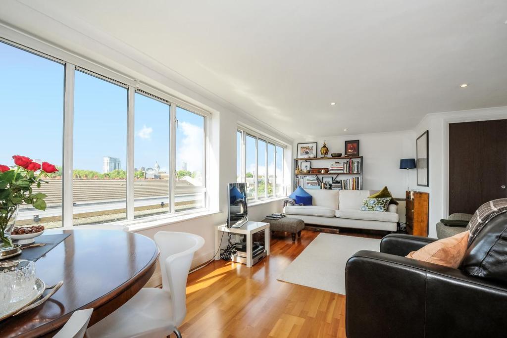 2 Bedrooms Flat for sale in Gilbert Road, Kennington, SE11