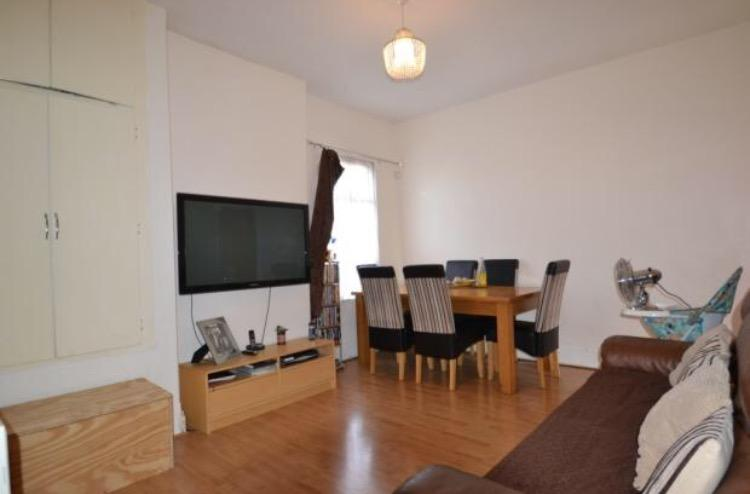 2 Bedrooms Flat for sale in Meanley Road, Manor Park E12