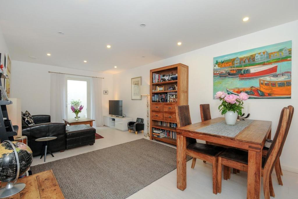 3 Bedrooms Maisonette Flat for sale in Loxford Gardens, Highbury, N5