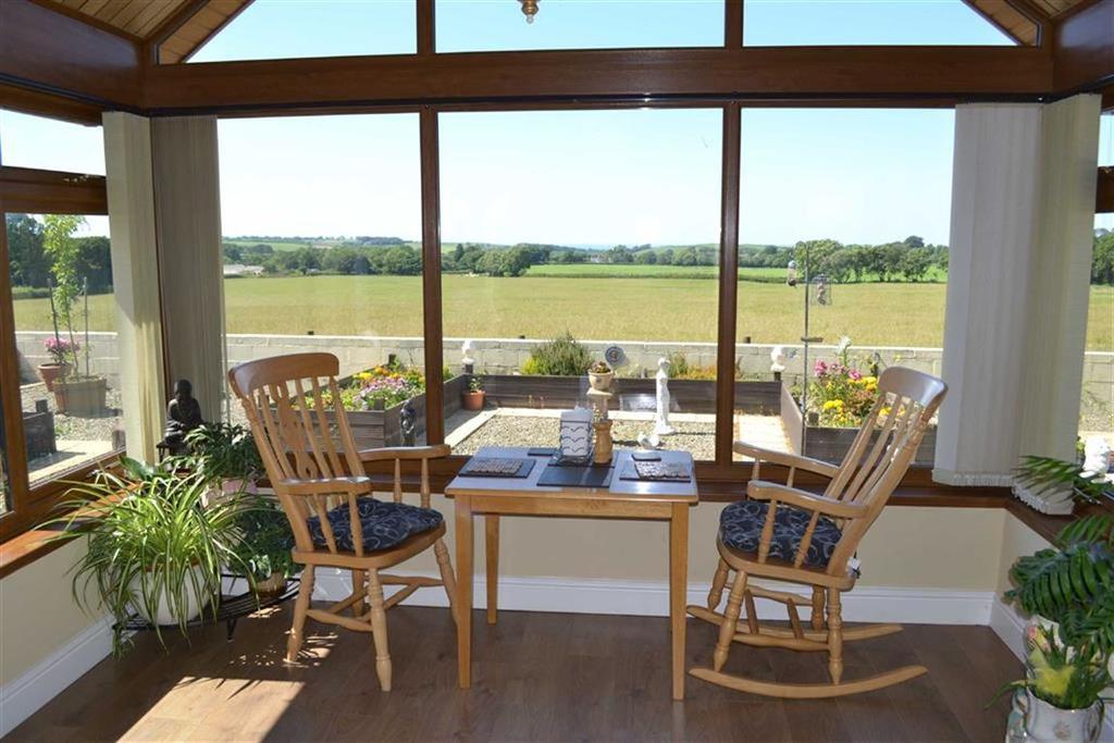 4 Bedrooms Detached Bungalow for sale in Llanarth, Ceredigion