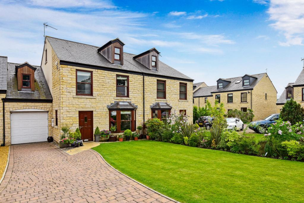 5 Bedrooms Semi Detached House for sale in Beckside, Aberford, Leeds