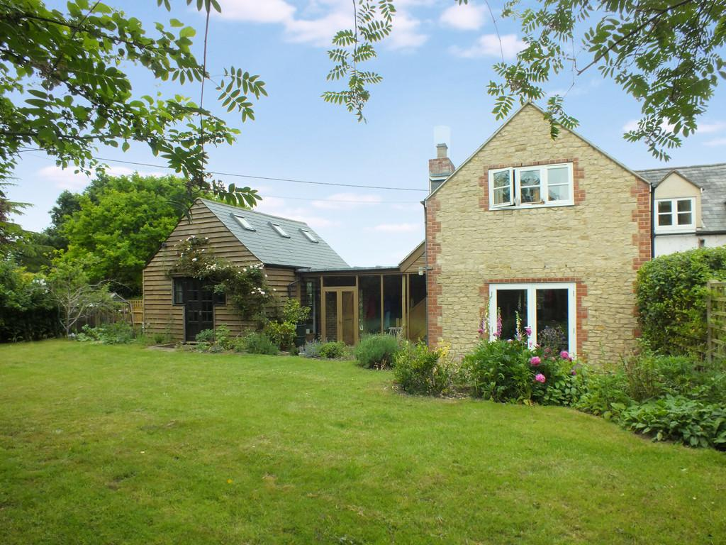 3 Bedrooms Semi Detached House for sale in Longworth