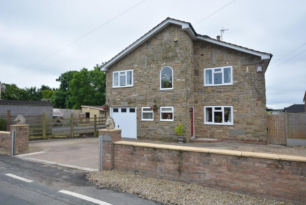 4 Bedrooms Detached House for sale in Reedness
