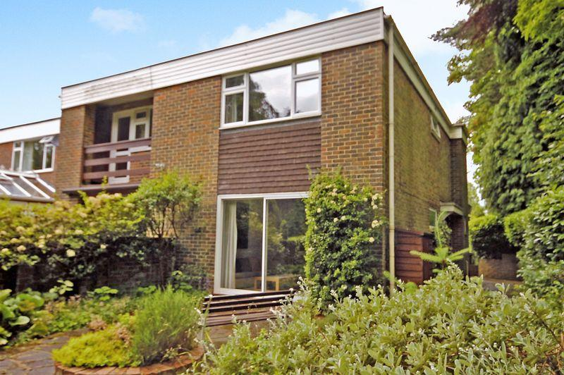 2 Bedrooms Semi Detached House for sale in DORKING