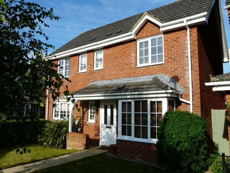 3 Bedrooms Detached House for sale in Kennedy Meadow, Hungerford, RG17