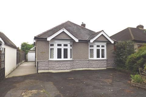 2 bedroom detached bungalow to rent - Deveron Way, Romford, Essex, Rm1