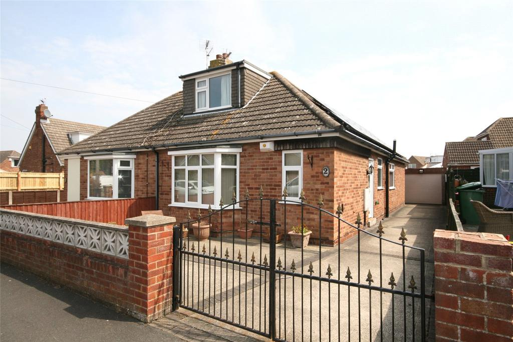 2 Bedrooms Semi Detached Bungalow for sale in Burcom Avenue, Humberston, DN36