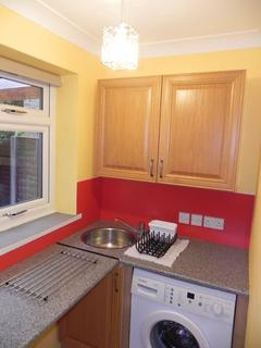 Studio to rent - Old Palace Road