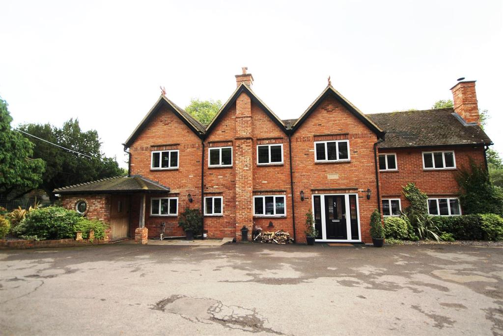 5 Bedrooms Detached House for sale in New Bath Road, Twyford, Reading