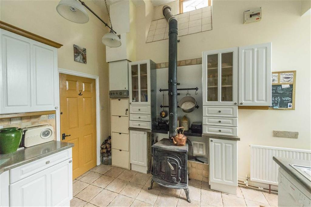 2 Bedrooms Semi Detached House for sale in 8 Carr Road, Deepcar, Sheffield, S36