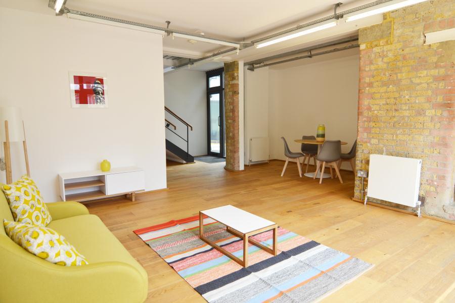2 Bedrooms House for sale in Crane Mews, Twickenham, TW2