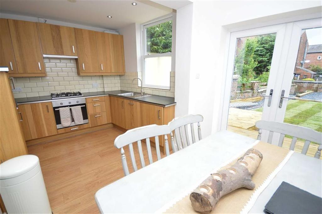 2 Bedrooms Apartment Flat for sale in Buxton Road, Great Moor, Cheshire
