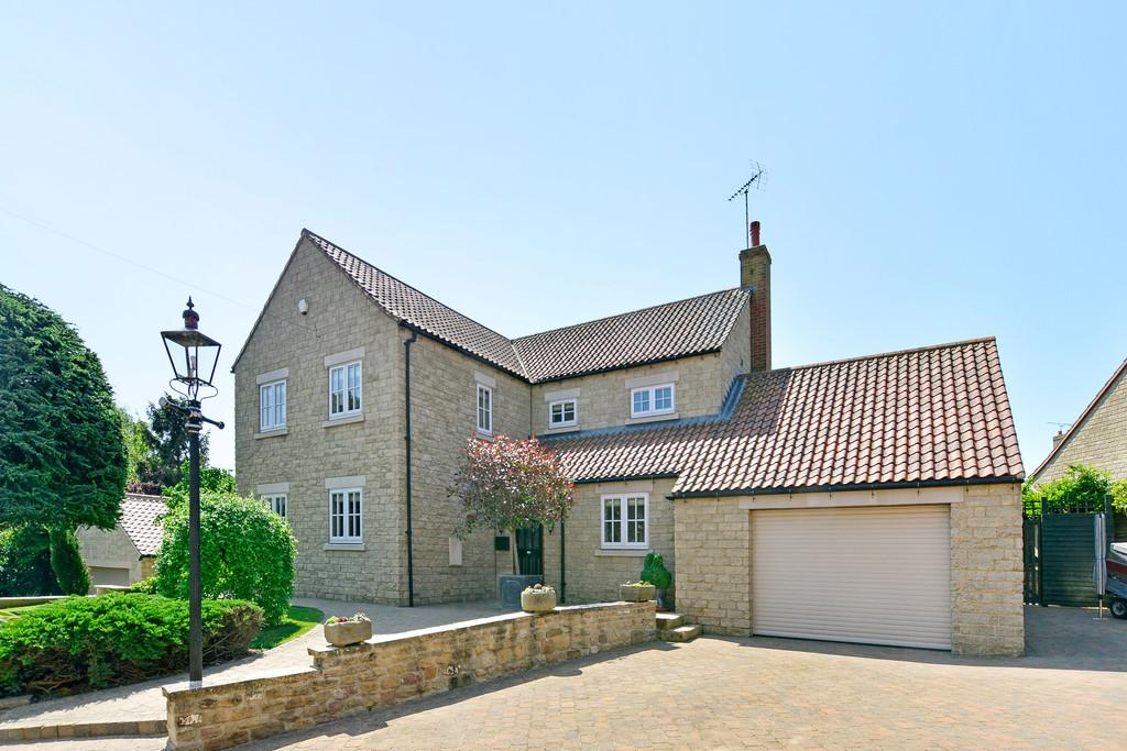 4 Bedrooms Detached House for sale in Main Street, Scarcliffe, Chesterfield