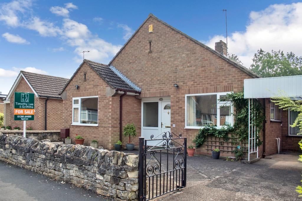 3 Bedrooms Detached Bungalow for sale in Mansion Gardens, Evesham