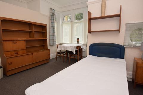 1 bedroom house share - Wheathouse Road, Birkby