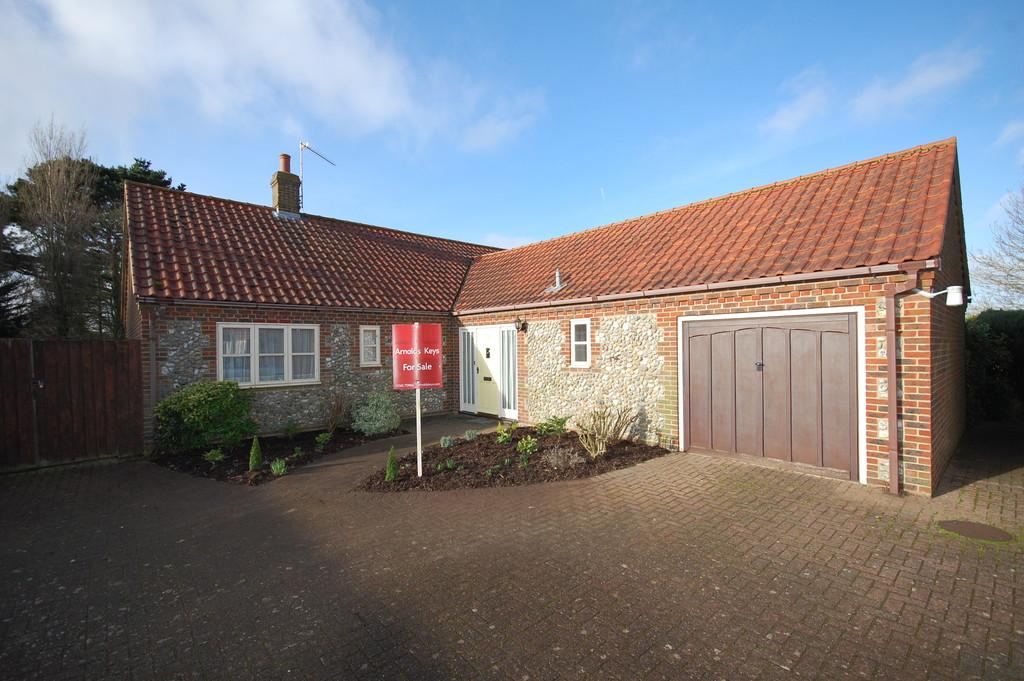 3 Bedrooms Detached Bungalow for sale in Whiteways, Blakeney