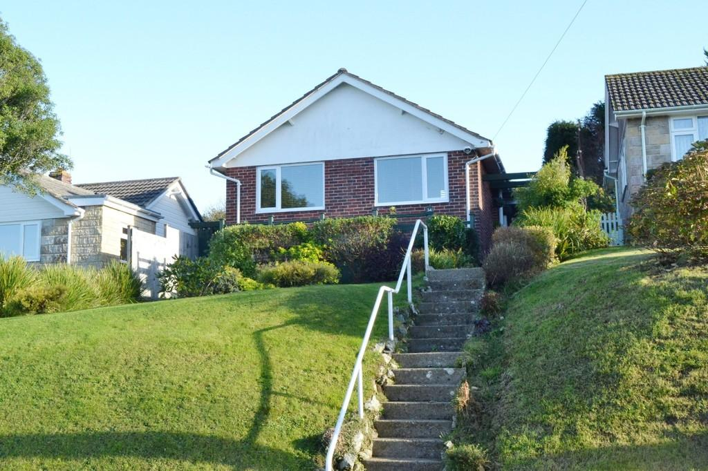 2 Bedrooms Detached Bungalow for sale in Clarence Road, Wroxall