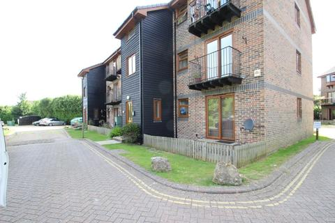 2 bedroom flat to rent - Marymead Close, Ryde