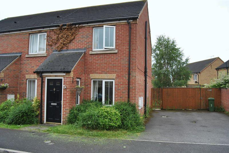 2 Bedrooms Terraced House for sale in Oakwell Close, Scunthorpe