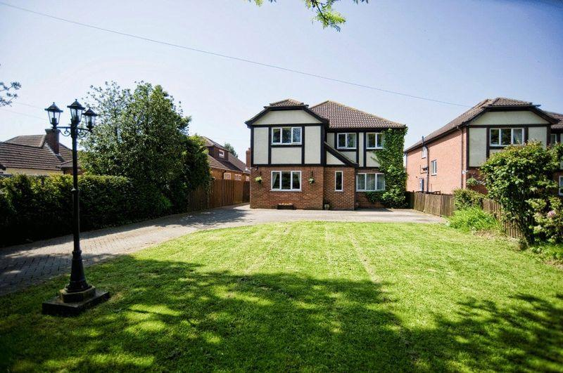 4 Bedrooms Detached House for sale in Cheapside, Waltham, North East Lincolnshire, DN37