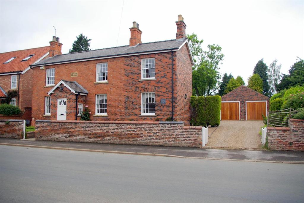 4 Bedrooms Detached House for sale in Old Smithy House, 74 Main Street, Etton, Beverley, HU17 7PQ