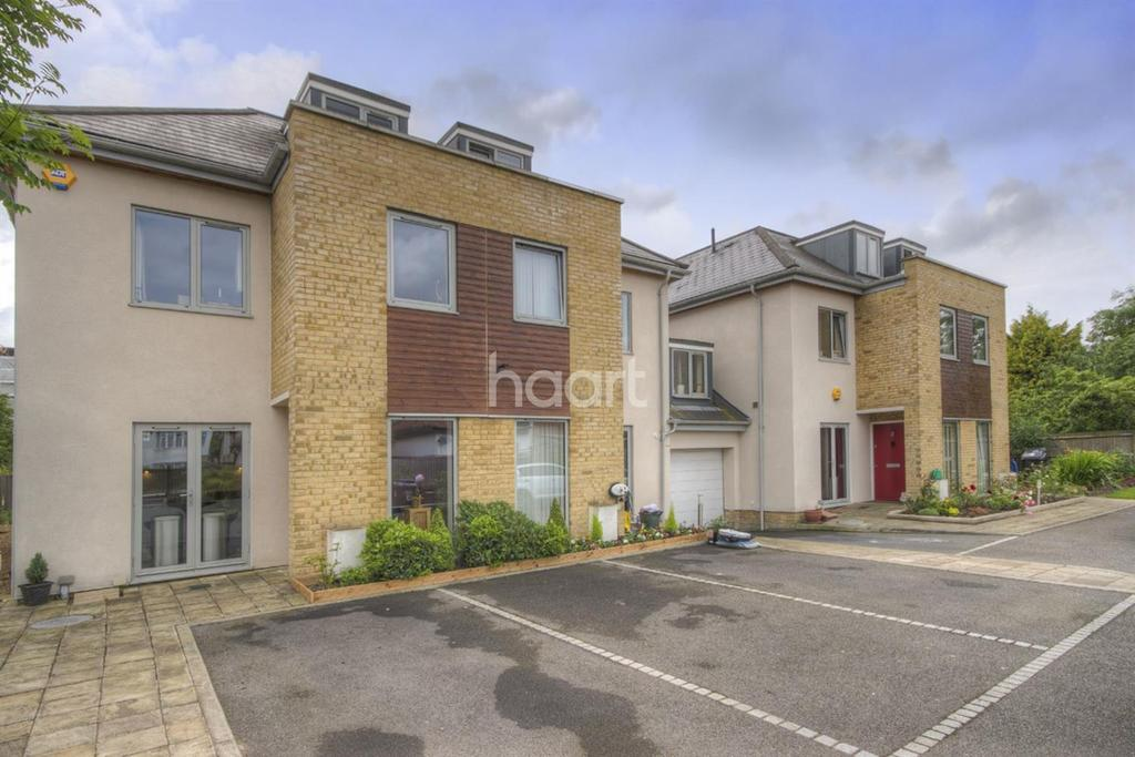 4 Bedrooms Semi Detached House for sale in Somerset Gardens, Wembley