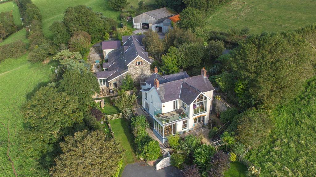 4 Bedrooms Detached House for sale in Llansteffan, Carmarthen