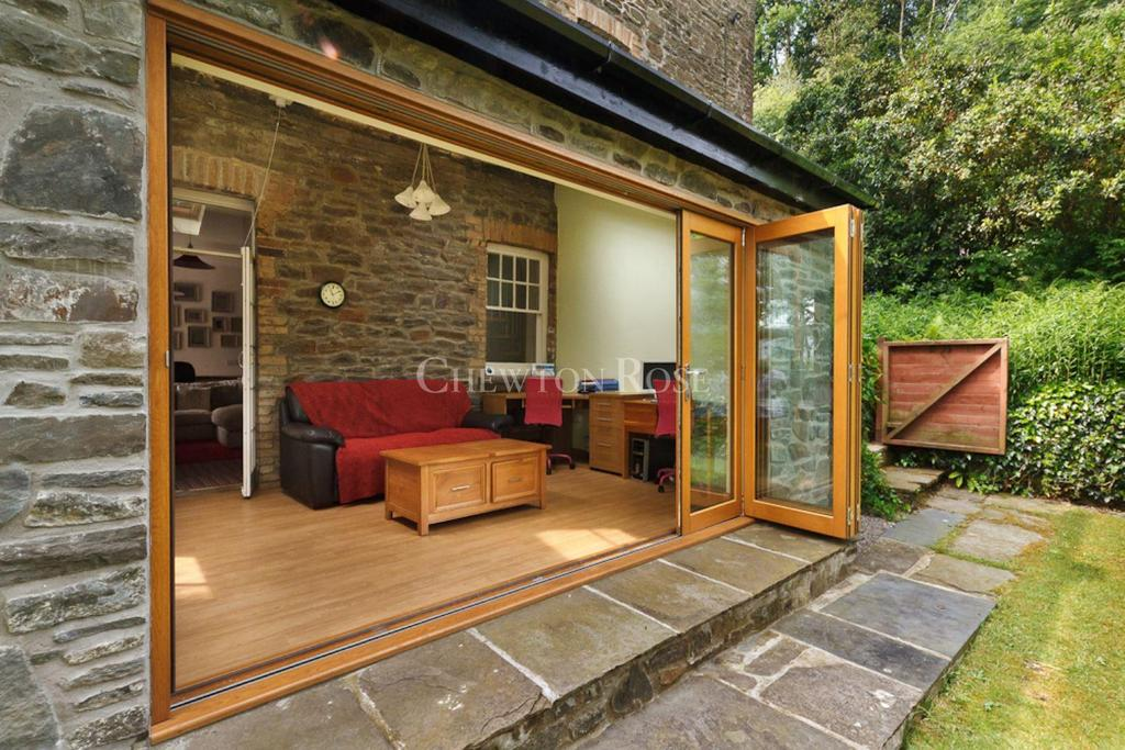 4 Bedrooms Detached House for sale in Gwaelod Y Garth, Cardiff