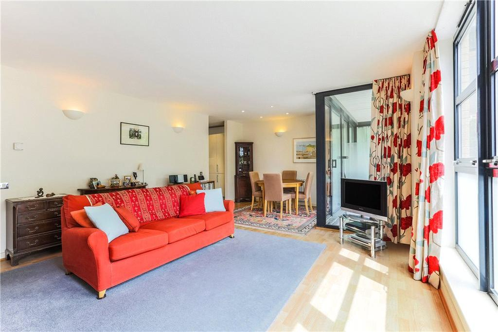 2 Bedrooms Flat for sale in Ocean Wharf, 60 Westferry Road, Nr Canary Wharf, London, E14