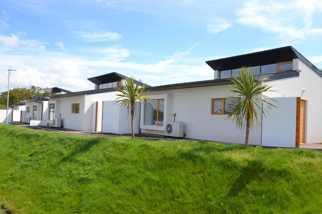 2 Bedrooms Bungalow for sale in The Sun Houses, Allenstyle