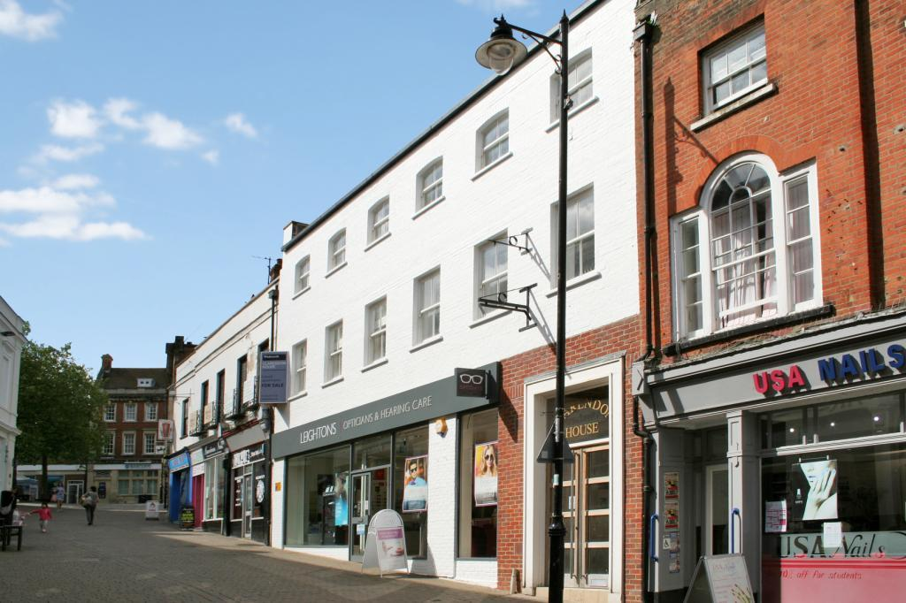 2 Bedrooms Flat for sale in Clarendon House, 9-11 Church Street, Basingstoke, RG21