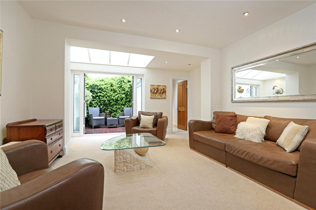 2 Bedrooms Mews House for sale in Ann's Close, Knightsbridge, London