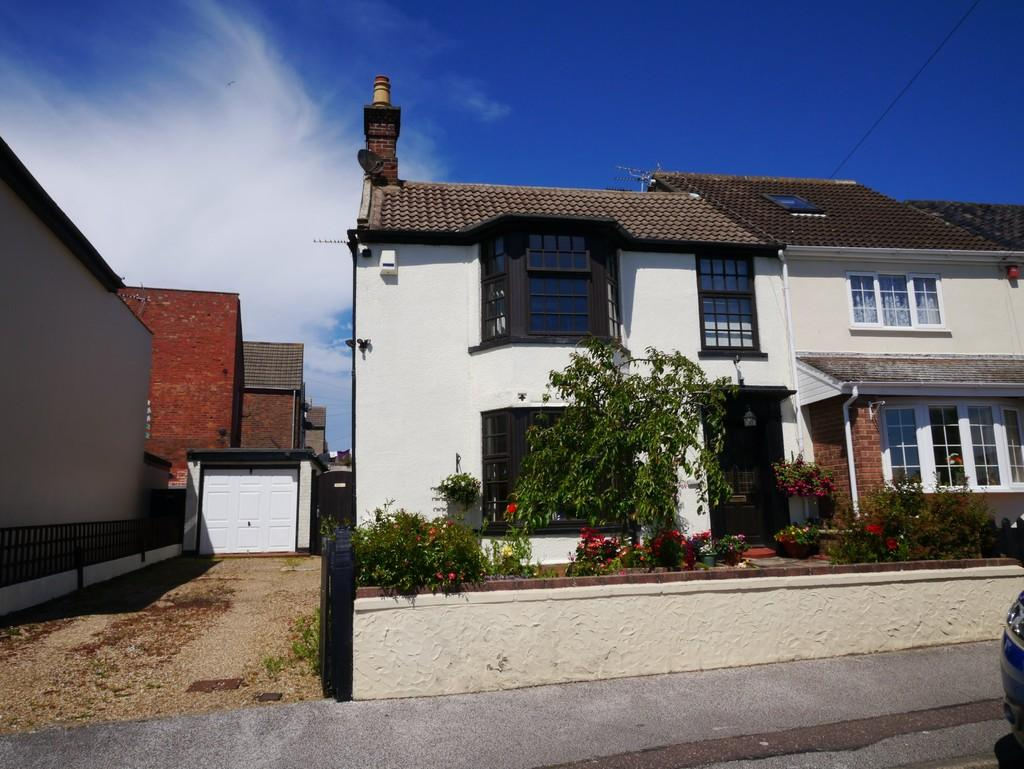 3 Bedrooms Semi Detached House for sale in St. Margarets Plain, Lowestoft