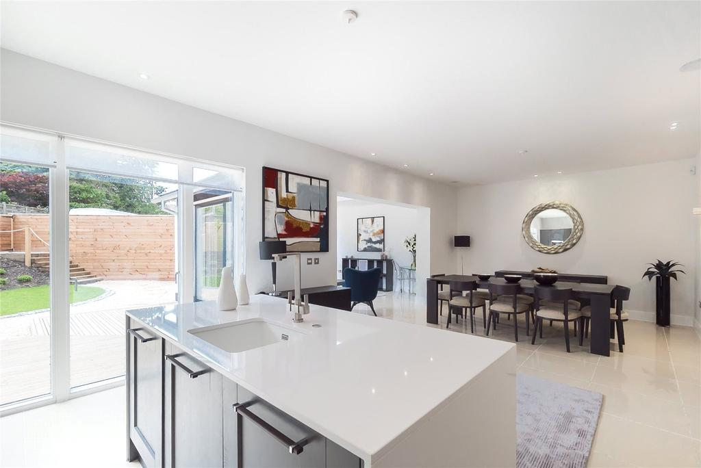 5 Bedrooms House for sale in Crescent Houses, Brighouse Park Cross