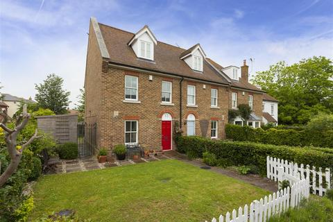 3 bedroom end of terrace house for sale - Abbey Road, Faversham