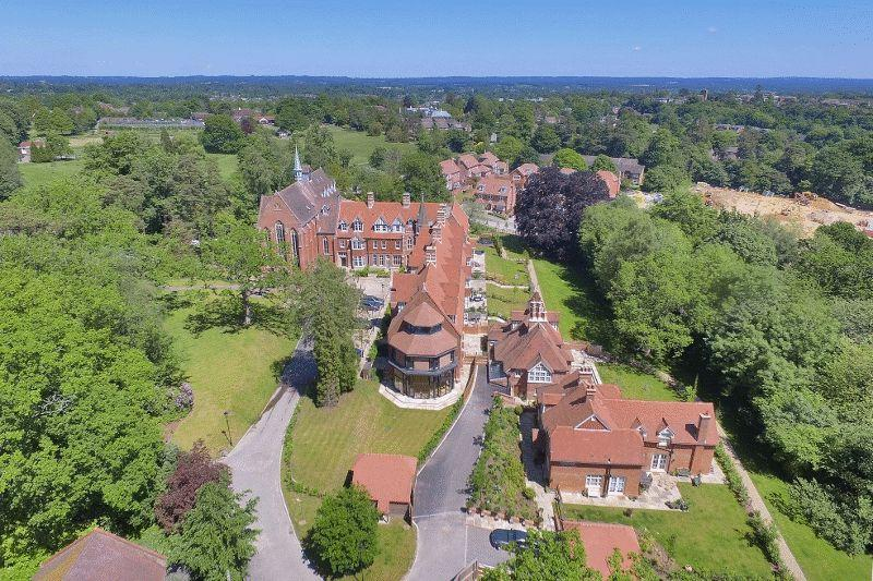 4 Bedrooms House for sale in Bolnore Road, Haywards Heath