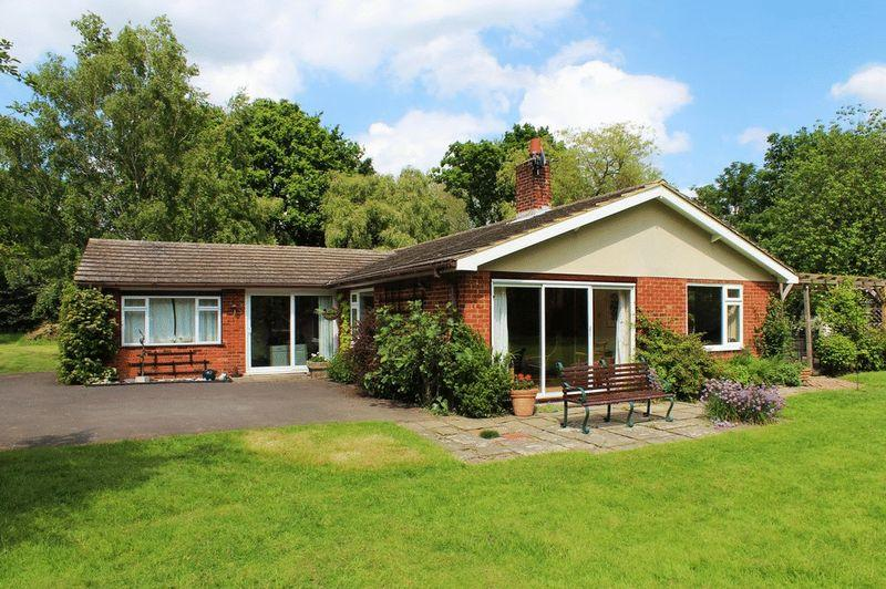 4 Bedrooms Detached House for sale in Lucks Lane, Paddock Wood